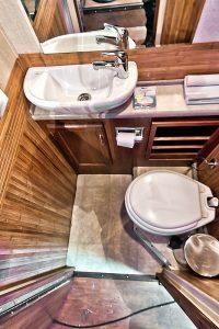 Пати бас с туалетом