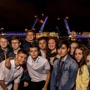Подсмотрели волшебство города ))